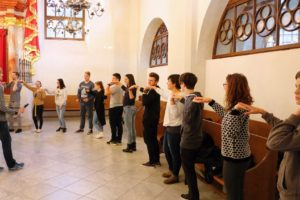Učimo židovski ples u sinagogi